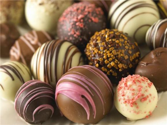 Мужчинам стоит выбирать: сладости или здоровая эрекция…
