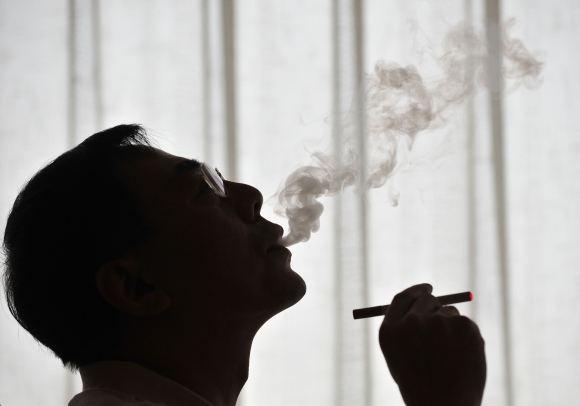 Ученые по сути опровергли вред табака и алкоголя для мужского здоровья