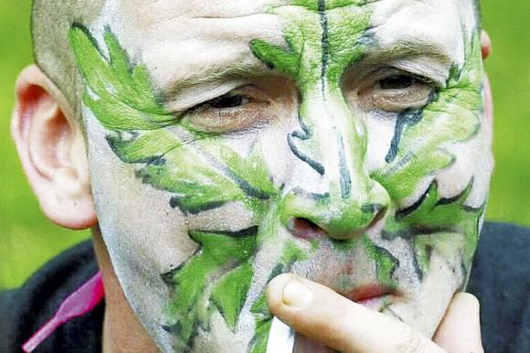 Вредная привычка покурить травку лишает мужчин самого главного