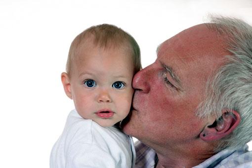 Можно в 35 лет стать дедушкой, а можно в 96 лет стать отцом