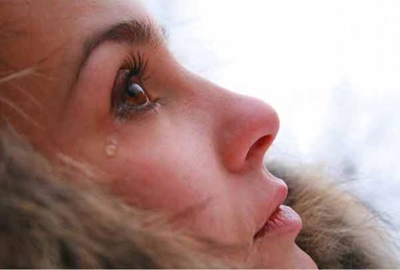 Сексуальный интерес мужчин снижается от запаха слез