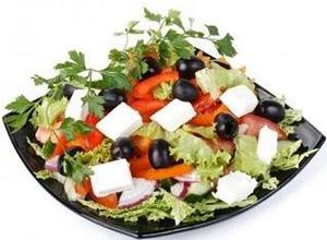 «Греческий» салат назвали лучшим блюдом для мужчин