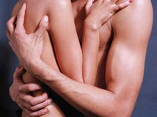 Российская молодежь слишком рано начинает заниматься сексом, говорит анализ