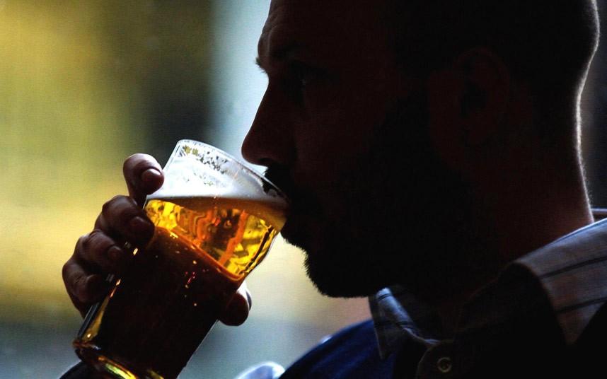 Большинство мужчин не знает, что алкоголь вызывает бесплодие