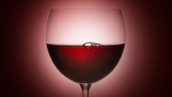 Красное вино, ягоды и цитрусовые спасают от импотенции