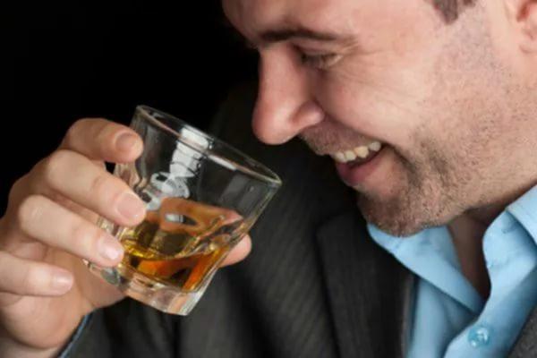 Алкоголь перед сном способствует возникновению импотенции