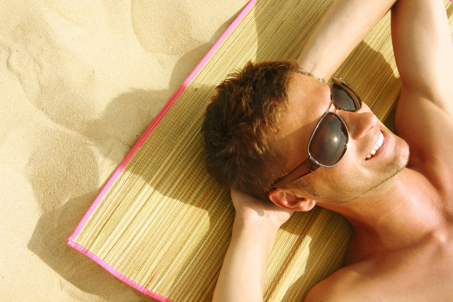 Солнечные ванны повышают уровень тестостерона у мужчин