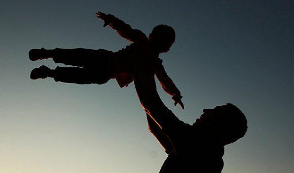 Ученые назвали главную опасность позднего отцовства