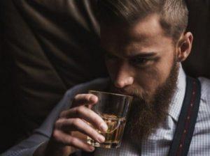 Ученые рассказали, как правильно пить виски