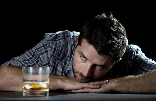Алкоголь и никотин вошли в топ-5 сильных наркотиков
