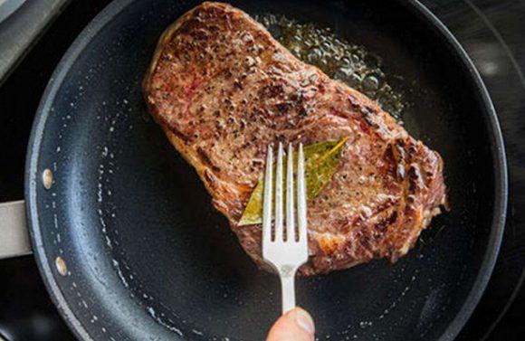 Ученые рассказали, какое мясо в реальности опасно