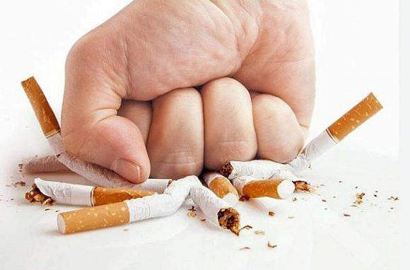 Мужчины в России стали меньше курить