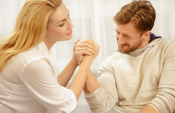 Женщины любят мужчин с крепким рукопожатием