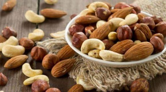 Медики рассказали, какие орехи обязательно нужно есть мужчинам