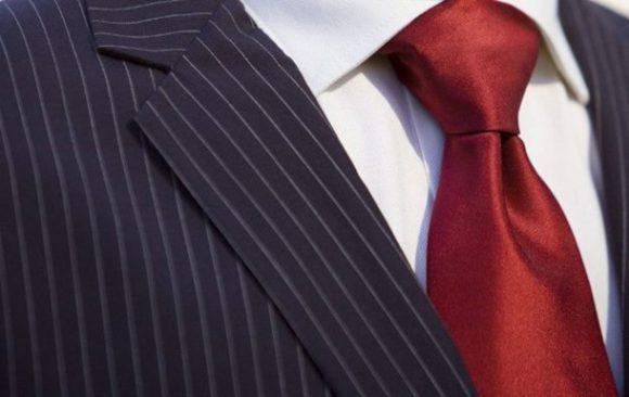 Медики объяснили, почему носить галстуки вредно для здоровья