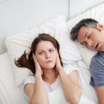 Как избавиться от храпа в домашних условиях?