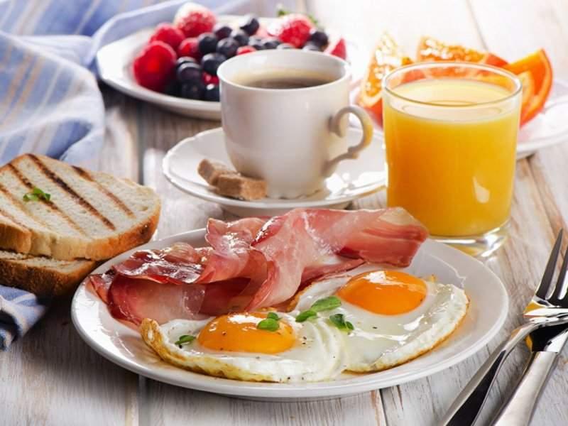 Медики рассказали, как пропуск завтрака ведет к болезням сердца у мужчин