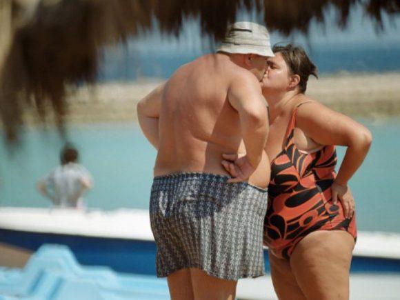 Лечить ожирение у мужчин и женщин нужно по-разному