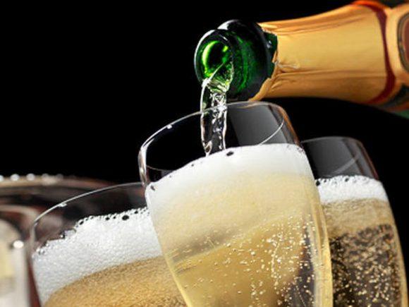 7 советов, как избежать похмелья в Новый год