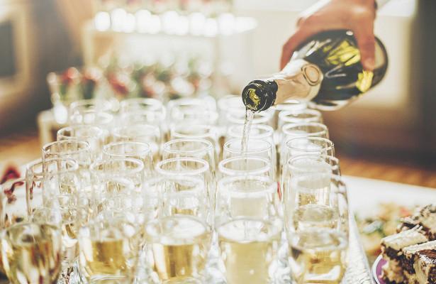 Как правильно пить и закусывать в новогодние праздники?