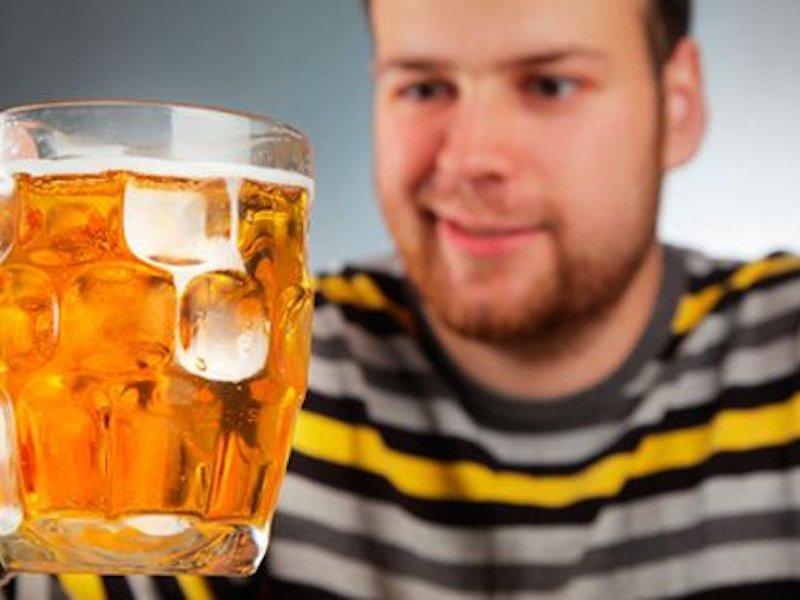 Пивной алкоголизм: причины, опасность и признаки