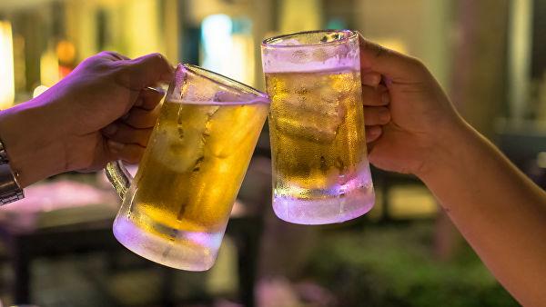 Ученые объяснили, почему пиво опаснее водки