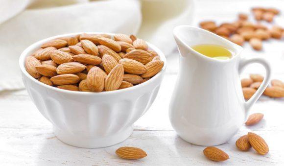 3 эффективных медовых рецепта с орехами для мужской потенции