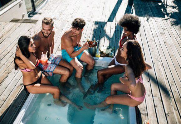 5 опасностей, которые поджидают тебя в бассейне, сауне, хаммаме и джакузи