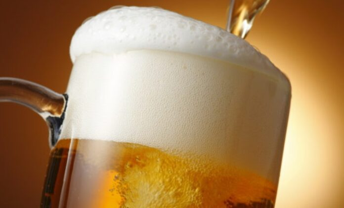 Медики объяснили, почему у любителей хмельного появляется «пивной живот»