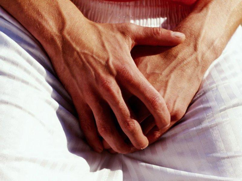 Одновременная боль в яичках и спине говорит об этих 5 опасных заболеваниях