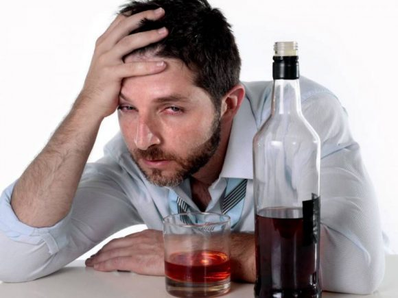Врач рассказала, почему «опохмел» и активированный уголь бесполезны при алкогольном отравлении