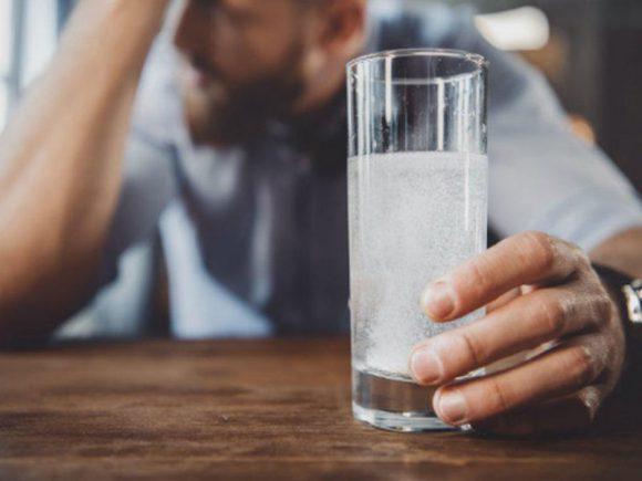 Врач-нарколог рассказала, как помочь себе при алкогольном отравлении