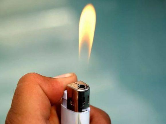 Эксперт объяснил, как выявить некачественный алкоголь с помощью зажигалки