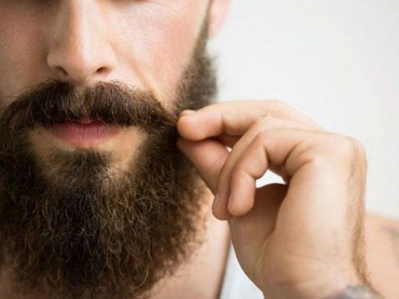 Врач рассказал, как могут навредить зимой усы и борода