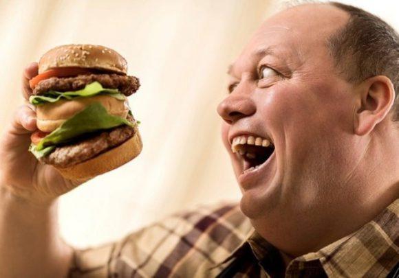 Ученые: вредная еда увеличивает риск бесплодия у мужчин
