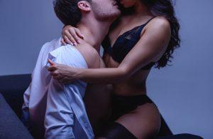 Эксперт рассказала, как защититься от COVID-19 во время секса