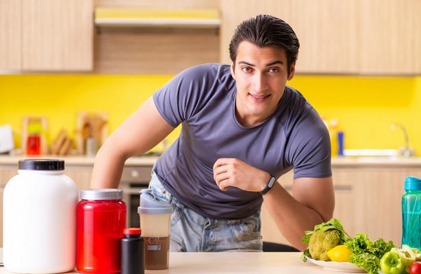 «Кастрирующий фактор»: врач назвал продукты, которые убивают влечение у мужчин
