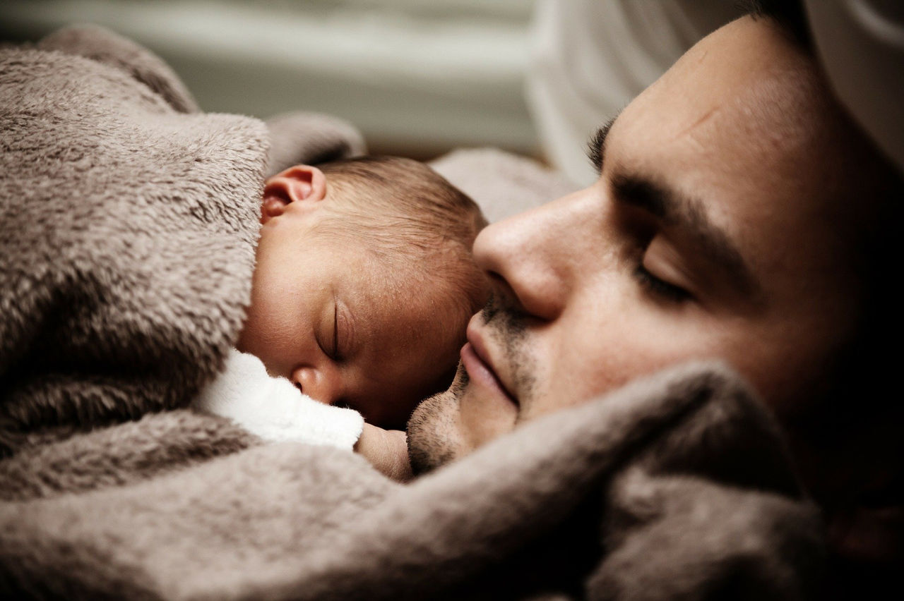 Психологи рассказали, как распознать депрессию у мужчин после рождения ребенка